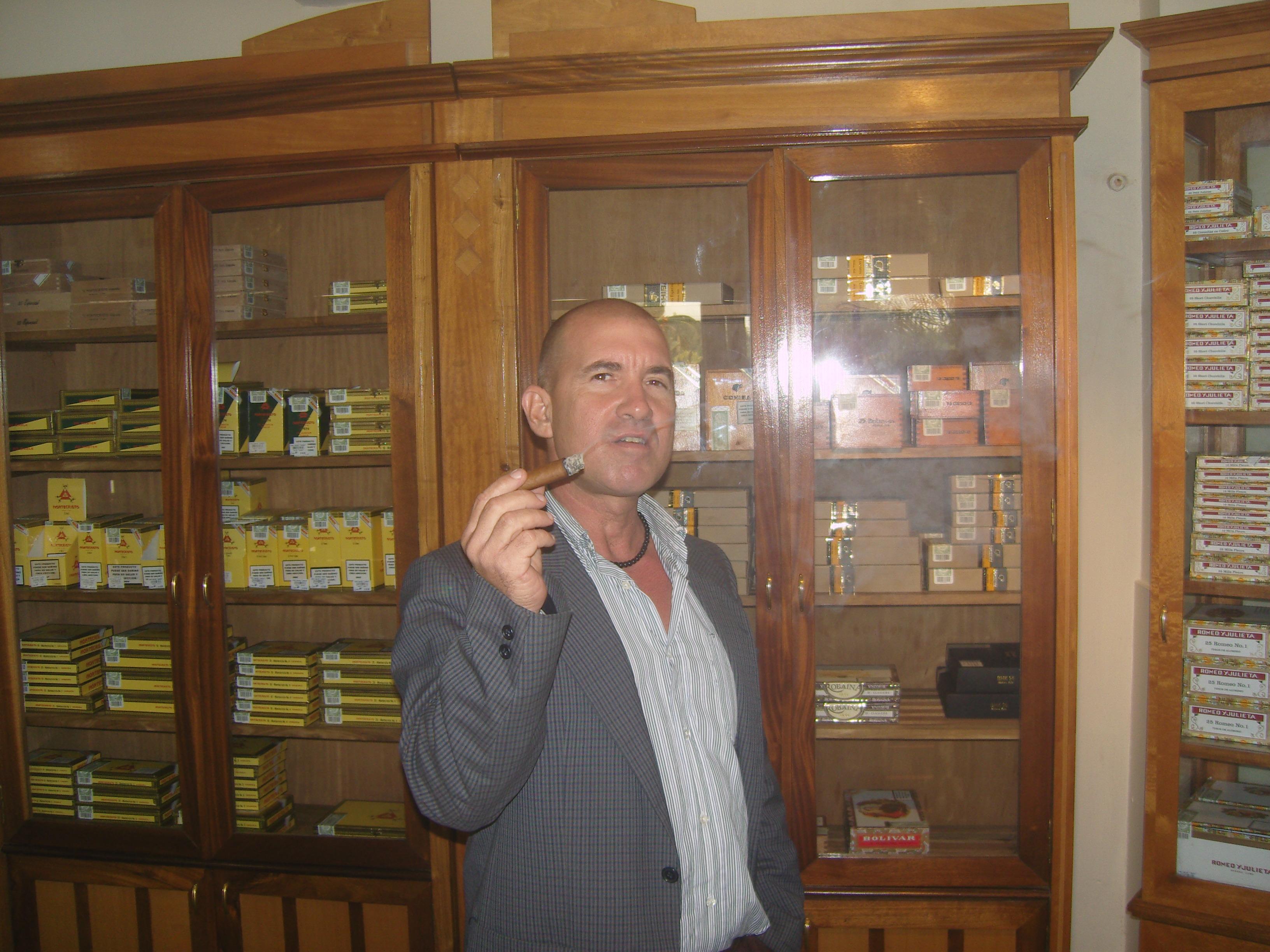 """""""La Casa del Tabaco Hotel Comodoro"""""""